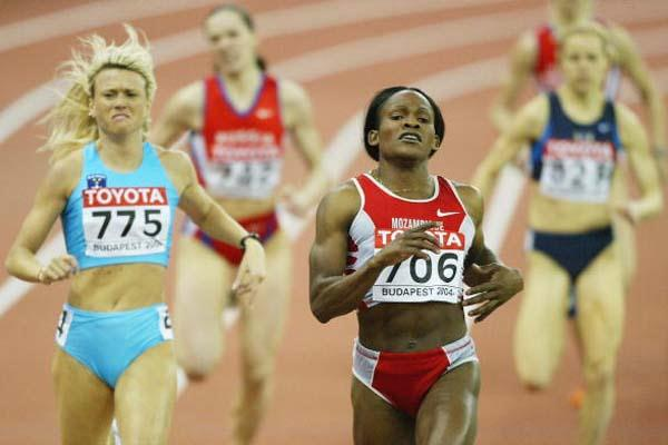 Maria Mutola (MOZ) wins her sixth World Indoor title in Budapest (Getty Images)
