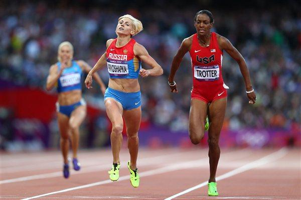 (L-R) Antonina Krivoshapka of Russia and DeeDee Trotter of the United States compete in the Women's 400m Semi Final on Day 8 of the London 2012 Olympic Games on 4 August 2012 (Getty Images)