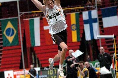 Christian Olsson leaps to 17.64 in Stockholm (Hasse Sjögren)