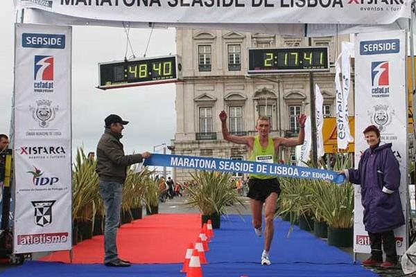 Sergey Lukin storms to victory at the Lisbon Marathon (Marcelino Almeida)