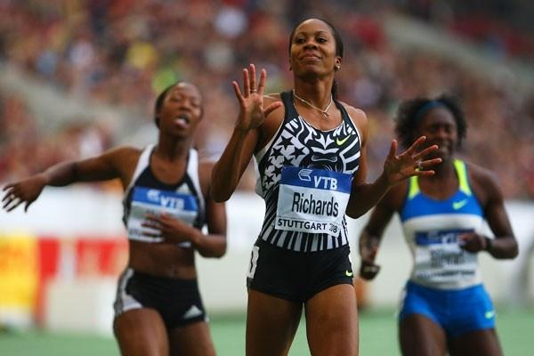 Sanya Richards defeats the half-lap specialists to win the 200m (Getty Images)