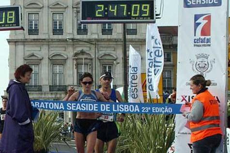 Dorota Ustianowska winning the Lisbon Marathon (Marcelino Almeida)