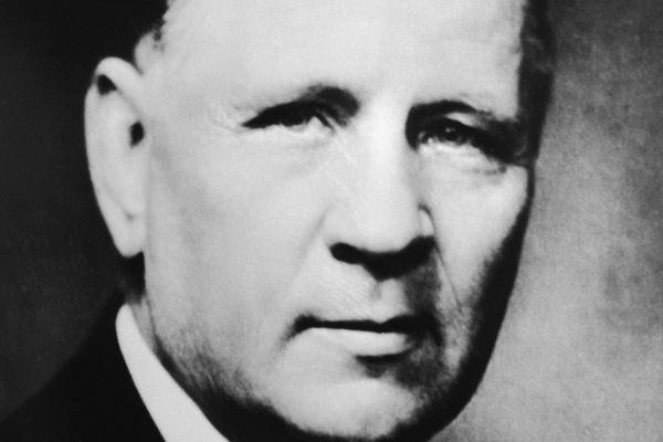 J Sigfrid Edström ()