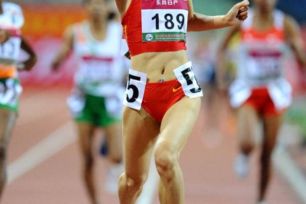 Zhou Haiyan takes the Asian 1500m title at home in Guangzhou (Jiro Mochizuki)