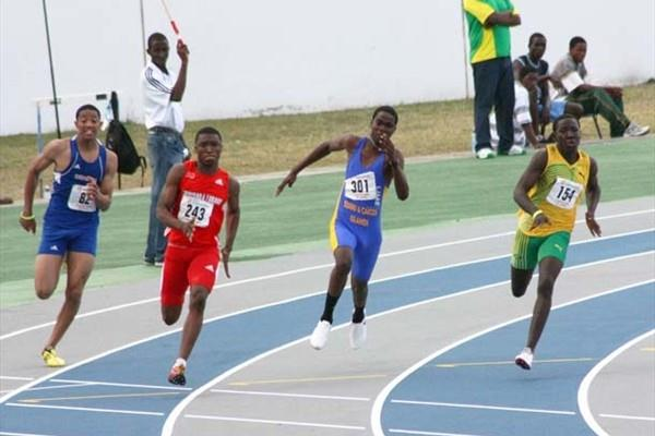 Jamaica's Jahazeel Murphy (154) on his way to completing sprint double with 200m victory - 2009 CARIFTA Games (Jed Charles)