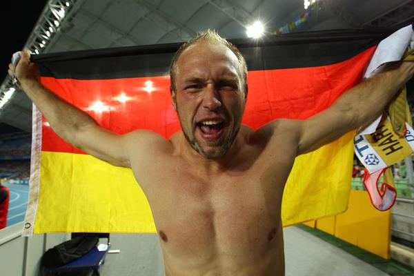 Robert Harting of Germany celebrates as he wins gold in the men's discus throw final in Daegu (Getty Images)