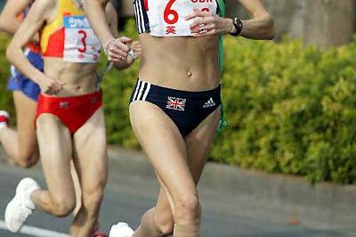 Paula Radcliffe running the second leg in Chiba (Kazutaka Eguchi/Agence SHOT)