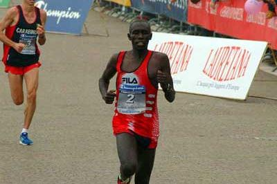Kipkoech heads Goffi at 2004 Venice Marathon (Lorenzo Sampaolo)