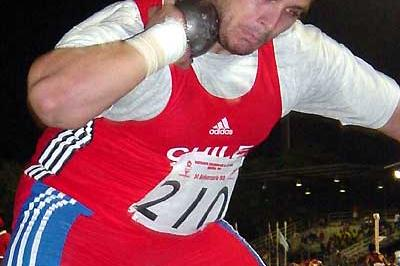 Chilean Shot putter Marco Antonio Verni wins the 2003 S. Amer champs (Eduardo Biscayart)