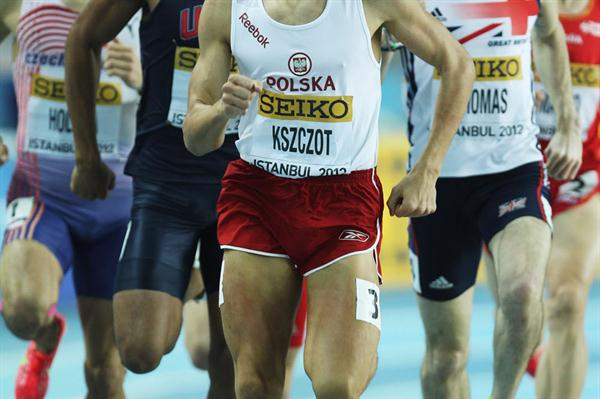 Adam Kszczot of Poland leads the field in the Men's 800 Metres semi final during day two - WIC Istanbul (Getty Images)