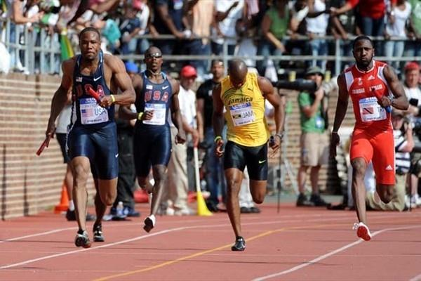Darvis Patton of the USA Blue team brings home the victory; an injured Asafa Powell is seen centre, and Richard Thompson is on the right (Kirby Lee)