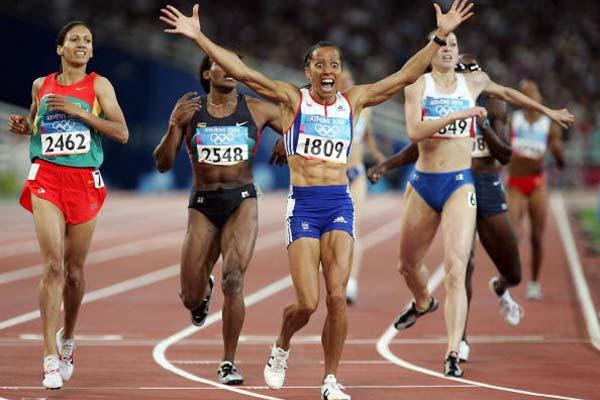 Kelly Holmes of Great Britain wins the Olympic 800m gold (Getty Images)