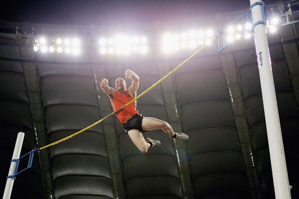 Paul Burgess of Australia wins the men's Pole Vault in Rome Golden League (Getty Images)