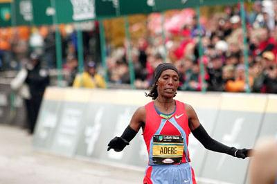 Berhane Adere winning the 2006 Chicago Marathon (Getty Images)