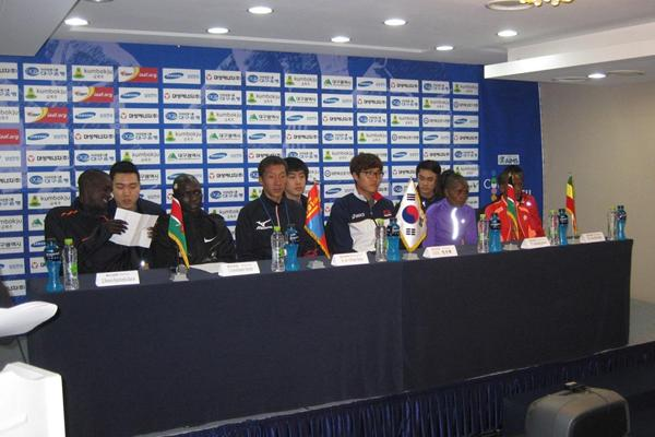 Benson Barus, David Kiyeng, Ser-Od Bat-Ochir, Jung Jin Hyuck, Agnes Barsosio and Aheza Kiros (and translators) at 2013 Daegu International Marathon press conference (Organisers)