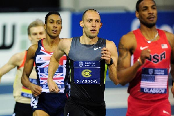 Duane Solomon leads from Dai Greene in the 600m at Glasgow (Getty Images)