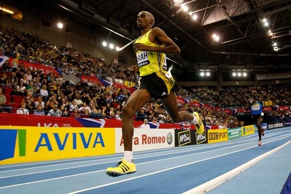 Mo Farah en route to smashing his own British 3000m record in Birmingham (Getty Images)