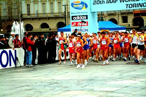 Men 50km race start (IAAF)
