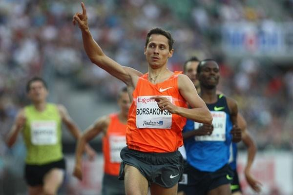 The customary come-from-behind tactics pay off for Yuriy Borzakovskiy in the 800m (Getty Images)