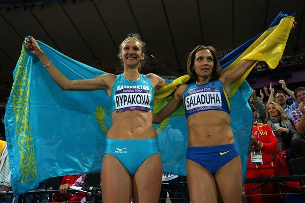 Gold medalist Olga Rypakova of Kazakhstan and bronze medalist Olha Saladuha pose afte competing in the Women's Triple Jump on Day 9 of the London 2012 Olympic on 5 August 2012 (Getty Images)