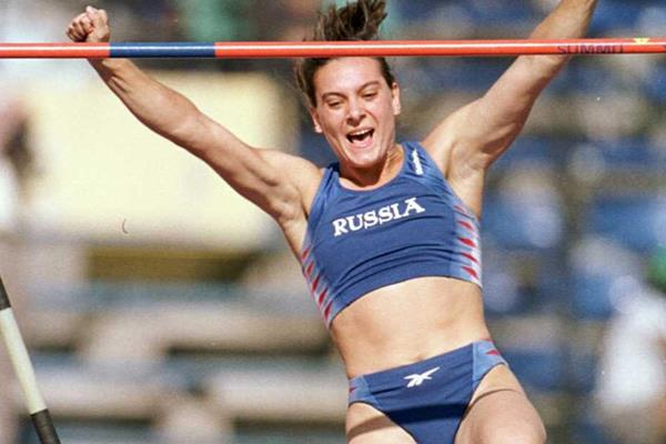 Yelena Isinbayeva winning the pole vault at the 2000 IAAF World Junior Championships (Getty Images)