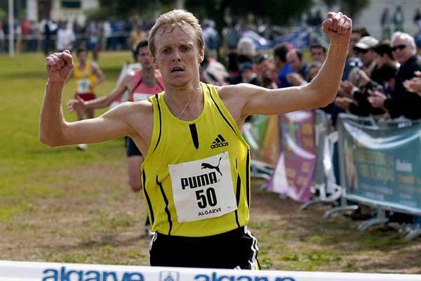 Sergiy Lebid takes the title at the 30th edition of the Almond Blossom Cross Country (Luís Forra - Agência Lusa)