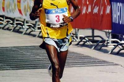 John Yuda of Tanzania running in the 2003 Stramilano Half Marathon (Lorenzo Sampaolo)