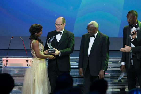 Shelly-Ann Fraser-Pryce receives the 2013 IAAF World Athlete of the Year award (Philippe Fitte)