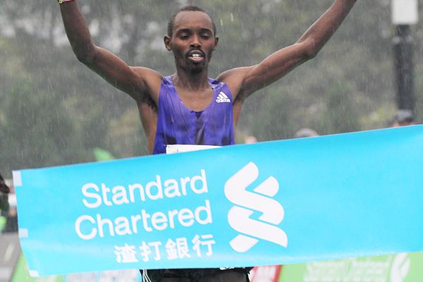 Mike Kiprotich Mutai wins at the 2016 Standard Chartered Hong Kong Marathon (Organisers)
