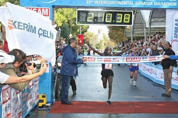 Vincent Kiplagat win the 2010 Intercontinental Istanbul Eurasia Marathon (organisers)