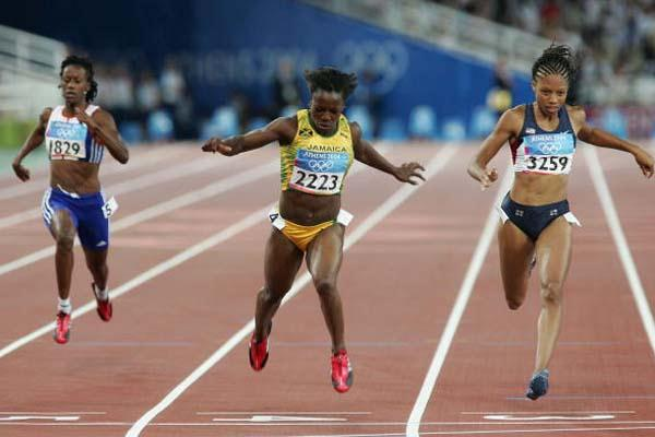 Veronica Campbell of Jamaica takes gold in the 200m (Getty Images)