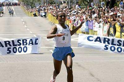 Ethiopian Abreham Cherkose wins in Carlsbad (Victah Sailer)