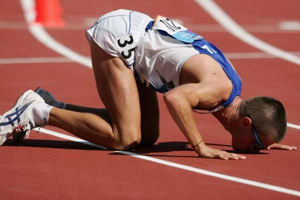 Ivano Brugnetti of Italy kisses the track after winning gold in the 20km Walk in Athens (Getty Images)