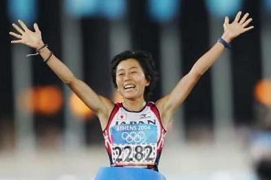 Mizuko Noguchi of Japan celebrates winning the women's Marathon (Getty Images)
