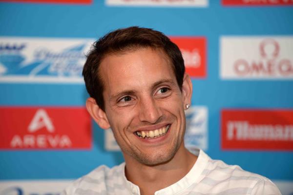 Renaud Lavillenie ahead of the 2014 IAAF Diamond League meeting in Paris (Jiro Mochizuki)