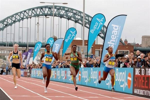 USA's Lauryn Williams (far right) wins the 2008 Great North Sprints on the quayside in Newcastle (NOVA)
