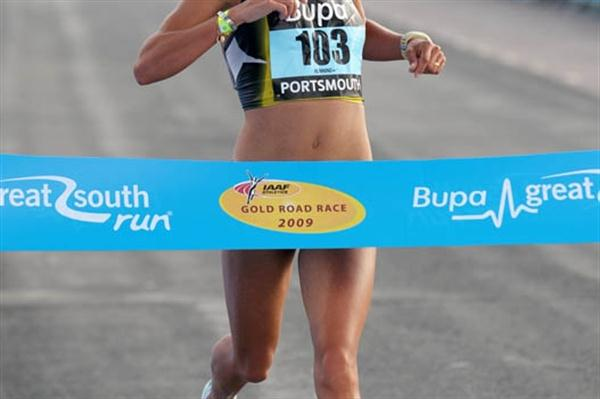 Ines Monteiro wins in Portsmouth over 10 Miles (Mark Shearman)