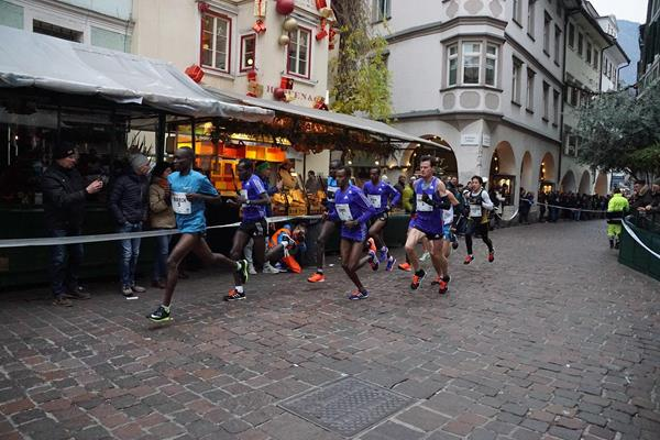 Early stages in the men's race at the 2015 Boclassic (organisers / Roberto Passerini)