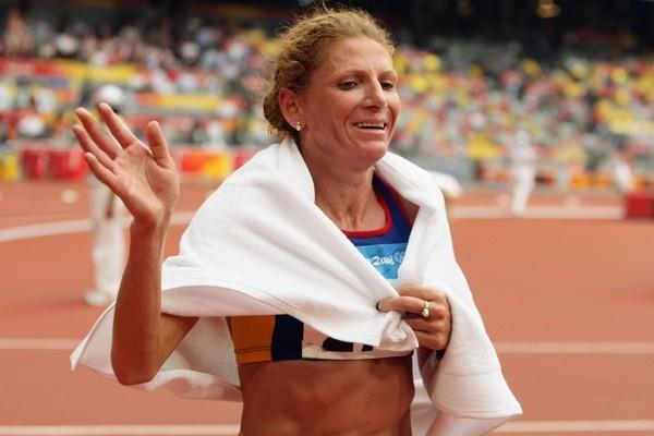 Constantina Tomescu-Dita celebrates her Olympic marathon victory (Getty Images)