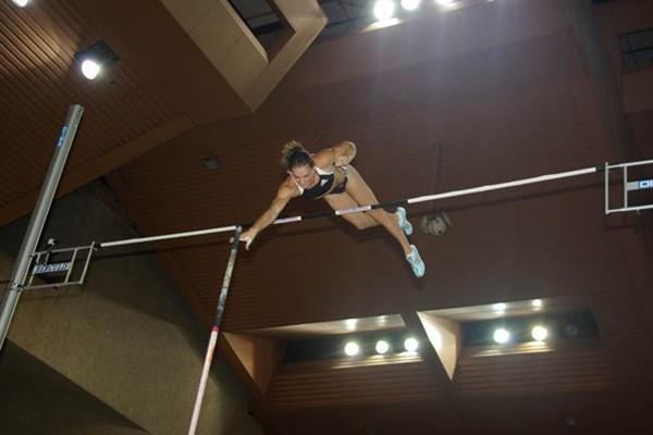 Yelena Isinbayeva clears 5.04m in Monaco (Nicolas Cicciarello)