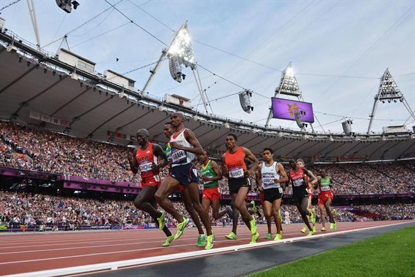 Mo Farah of Great Britain leads the pack and run for gold in the Men's 5000m Final  of the London 2012 Olympic Games on August 11, 2012 (Getty Images)