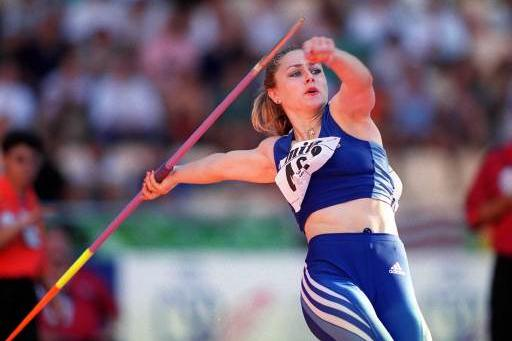 Mirela Manjani-Tzelili in action in the javelin final (Allsport)