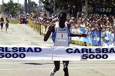 Ethiopia's Dejene Berhanu (ETH) retains his Carslbad 5km title (13:23) (Victah Sailer)
