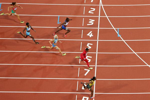 Carmelita Jeter of the United States and Veronica Campbell-Brown of Jamaica lead the pack in the Women's 200m Semifinals on Day 11 of the London 2012 Olympic Games at Olympic Stadium on August 7, 2012  (Getty Images)