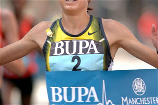 Jo Pavey wins in Manchester in 2007 (Andy Brooks)