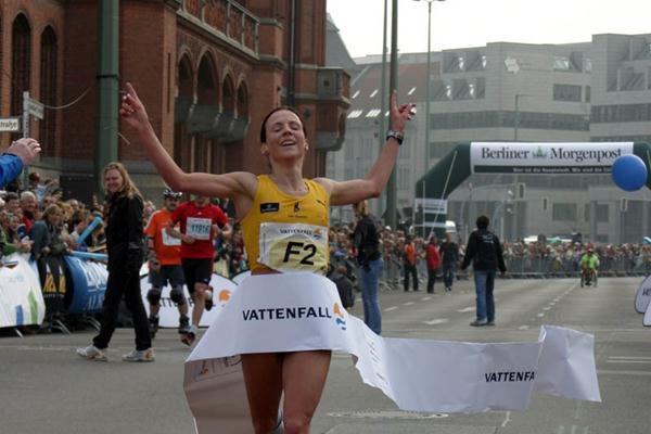 Sabrina Mockenhaupt improves her career best to 1:08:45 in Berlin (Wolfgang Weising/Vattenfall Berlin Half Marathon)