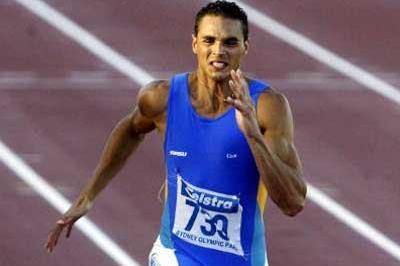 Joshua Ross wins the men's 100m - 2004 Australian Champs (Getty Images)