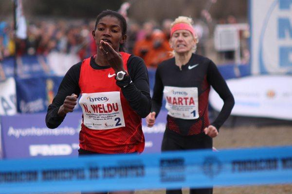 Eritrea's Nazaret Weldu out-sprints Spain's Marta Dominguez in Valladolid (Alfambra Fundación ANOC)
