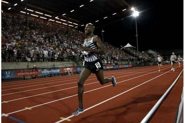Bernard lagat takes the 5000m title at the 2008 US Olympic Trials in Eugene (Getty Images)