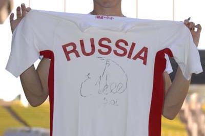 Yelena Isinbayeva donates national vest to IAAF (IAAF)